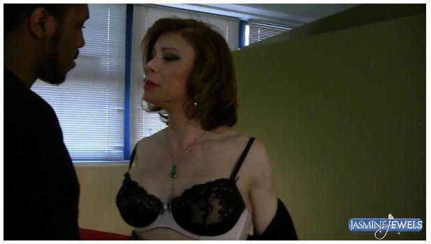 Tgirl-network.com- Detective Jasmine discovers a criminals secret weapon