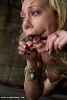 Kink.com - Samntha Sin cums hard while her pussy is clamped and shocked