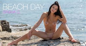 femjoy-20-06-13-sasha-c-beach-day.jpg