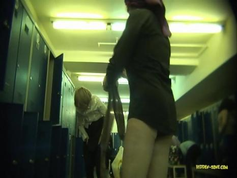 Hidden-Zone.com- Lo1263# The woman wiped off after a shower in the pool locker room. Our operator will put the came