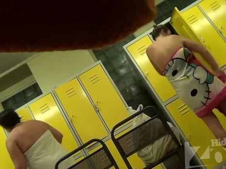 Hidden-Zone.com- Lo1315# Women wiped off after a shower in the locker room. Young tanned babe walks by our operator