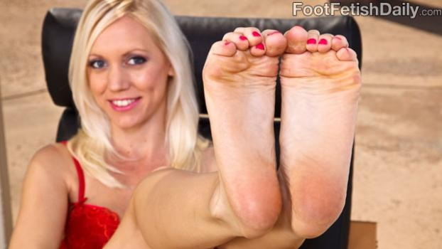 Footfetishdaily.com- Meet Kacey Villainess