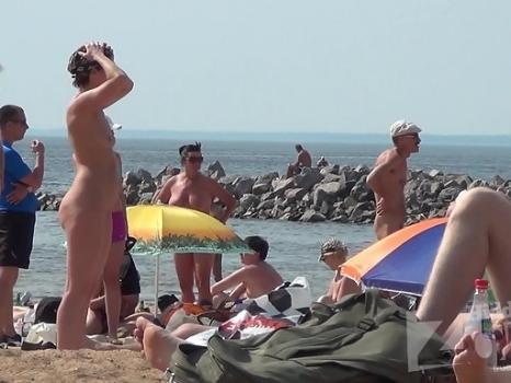 Hidden-Zone.com- Nu1330# Shooting of a hidden camera at a nude beach. In the frame gets a beautiful naked girl with
