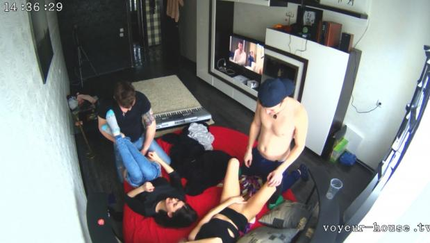 Voyeur-house.tv- Anna alex friends want more