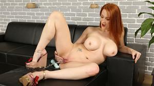 wetandpissy-20-06-23-isabella-lui-covering-some-distance.jpg