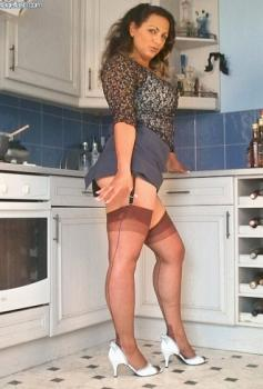 Vintageflash.com- Mel - MILF in the kitchen