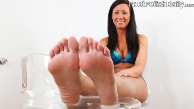 Footfetishdaily.com- Meet Tiffany Brookes