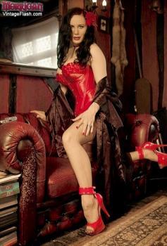 Vintageflash.com- Morrigan - Corset queen extraordinaire...