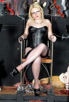 Vintageflash.com- Katie in leather corset and heels..