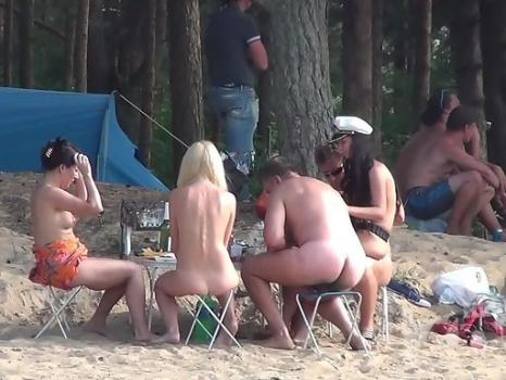 Hidden-Zone.com- Nu1396# Naked girl walking on sand and all men escorted her for a lustful glances. In this video_