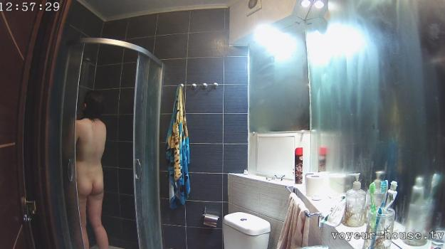 Voyeur-house.tv- Mika showering