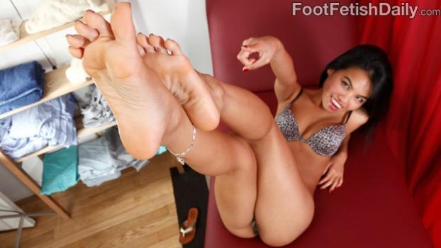 Footfetishdaily.com- Meet Cindy Starfall