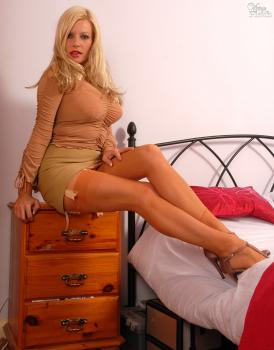 Vintageflash.com- Michelle Thorne - Beige is boring...NOT!