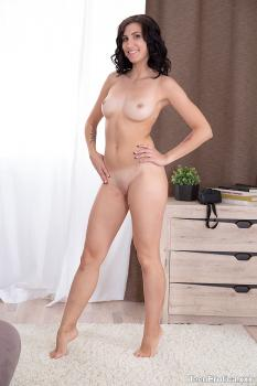 Smutpuppet.com- Henna Is An Intoxicating Sexual Siren-Henna Ssy