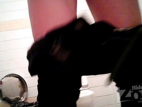 Hidden-Zone.com- Wc2135# The Slim girl in black panties pee standing up. Our operator took on girls toilets hidden