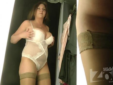 Hidden-Zone.com- Lo1638# Large girl continues to delight us with a view her naked body. Before the lens locker room