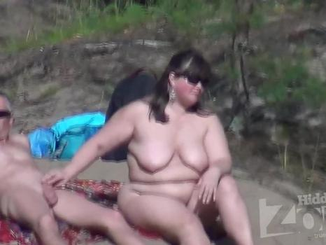 Hidden-Zone.com- Nu1674# This couple on the beach completely lost the shame. Woman right in the sight of all caress
