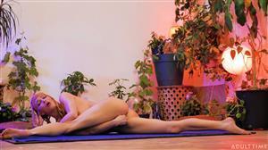 adulttime-20-07-07-serene-siren-naked-yoga-life.jpg