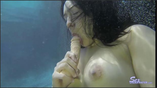 Sexunderwater.com- Lili Hall Dildo Sucking