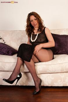 Pantyhosed4u.com- Gallery:Sophie - Dress to be seen in?
