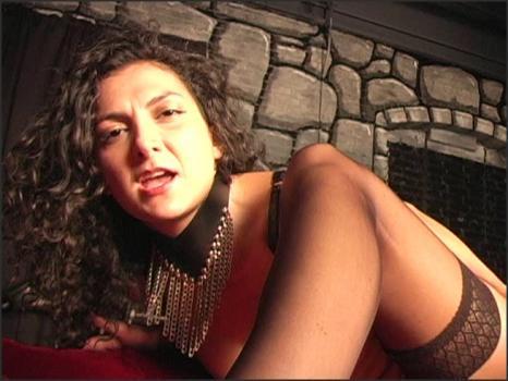 Clubdom.com- Sonia loves ass worship