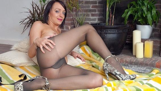 Pantyhosed4u.com- Gallery:Paige Fox - Do it on the floor!