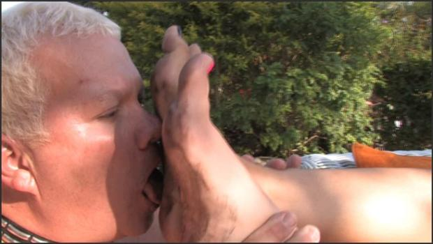 Clubdom.com- Her dirty foot bitch