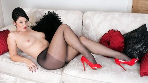 Pantyhosed4u.com- Gallery:Shay Hendrix - My pantyhose slave...