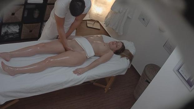 Czechav.com- Blonde fucks the masseuse 3