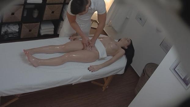 Czechav.com- Brunette came for a massage