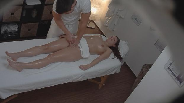 Czechav.com- Young brunette came for a massage